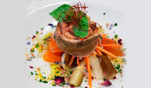 pesce in carpione piatto bianco verdure alla julienne