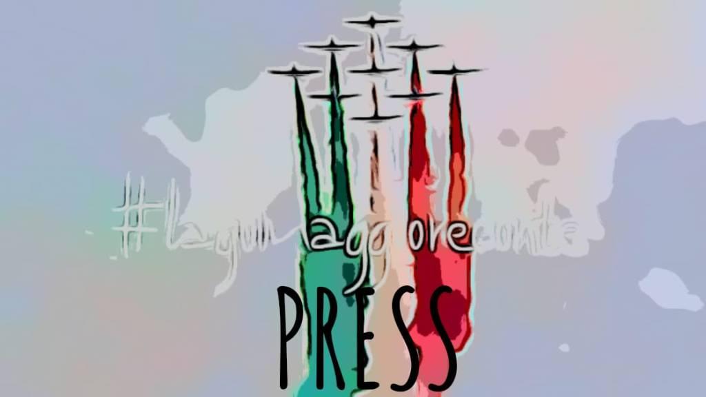 strisce di colore biaverde biaco rosso bandiera italiana emesse da frecce tricolore